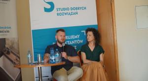 036_Wystąpienie gości specjalnych, Mirelli i Marcina Kępczyńskich.JPG