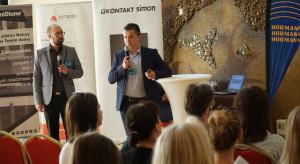 007_Prezentacja KNX Poland od lewej Maciej Turski (Futunext) i Karol Tarajkowski (Intelidom Group).JPG