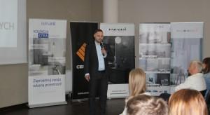 CREA - nowe możliwości i nowe technologie w ceramice sanitarnej. Prezentacja Partnera Głównego Cersanit. Prowadzący Piotr Wychowaniec.